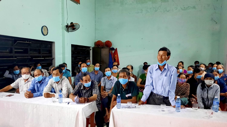 Cử tri thôn Thăng Tân (Tam Thăng) ý kiến tại hội nghị tiếp xúc cử tri