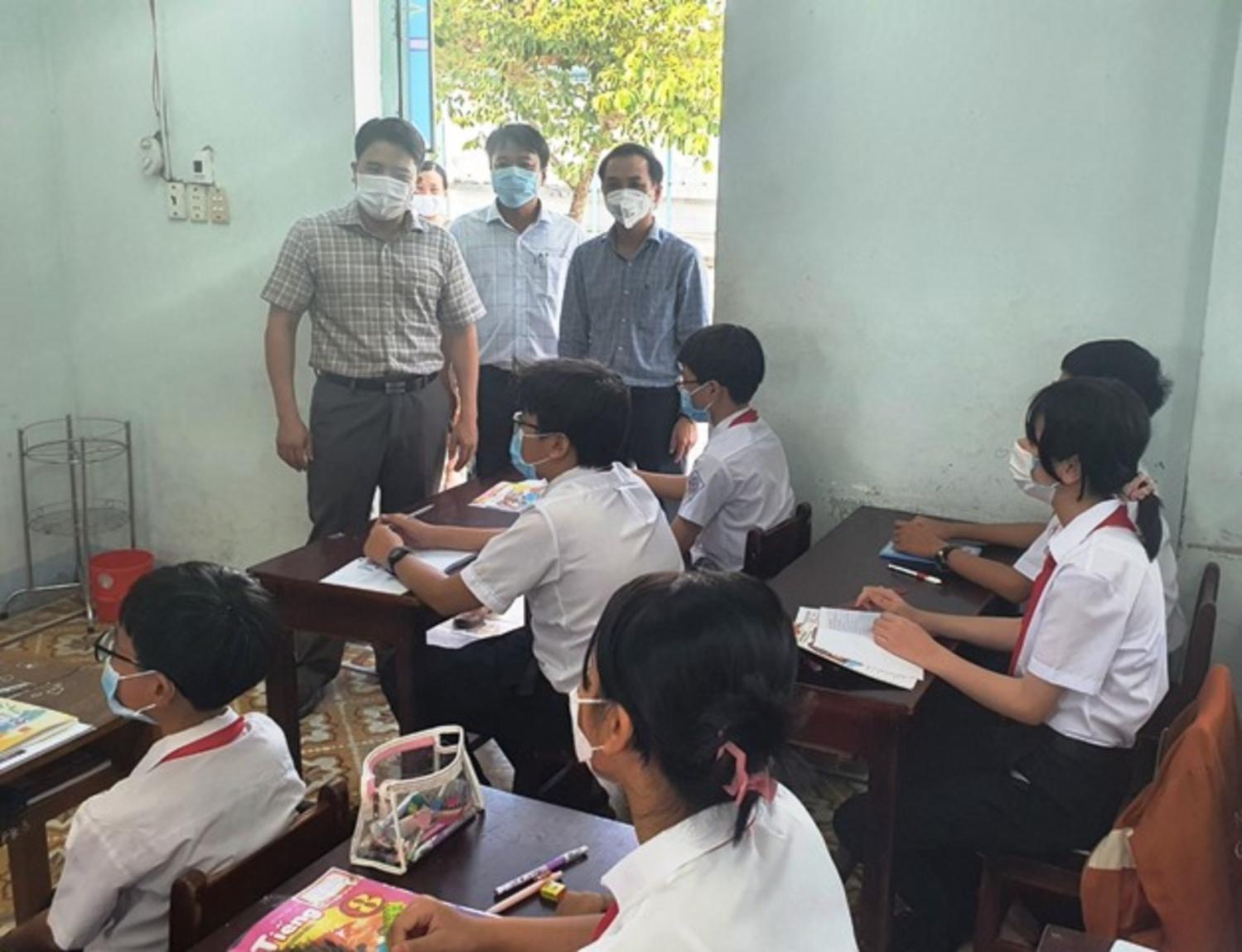 Lãnh đạo tỉnh nhắc nhở học sinh thực hiện 5k