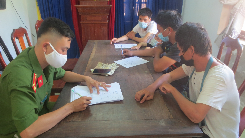 Các đối tượng tại công an phường An Sơn