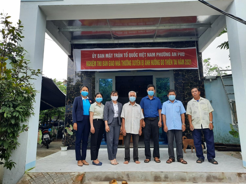 Bàn giao nhà đại đoàn kết cho hộ dân tại KP Phú Ân